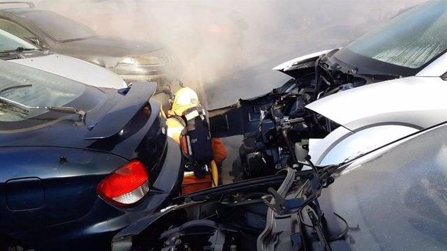 Incendio en un desguace en Massamagrell