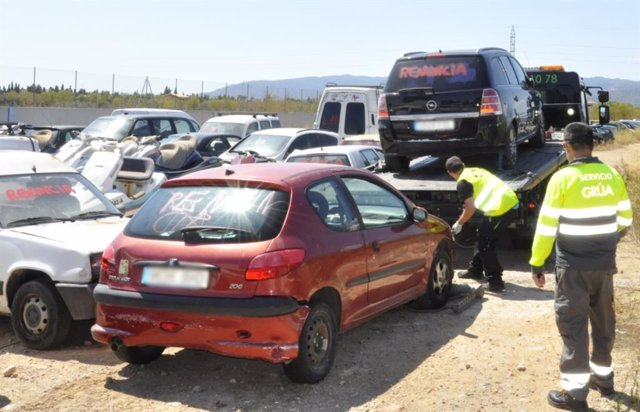 Tasques de retirada de vehicles de Son Toells.