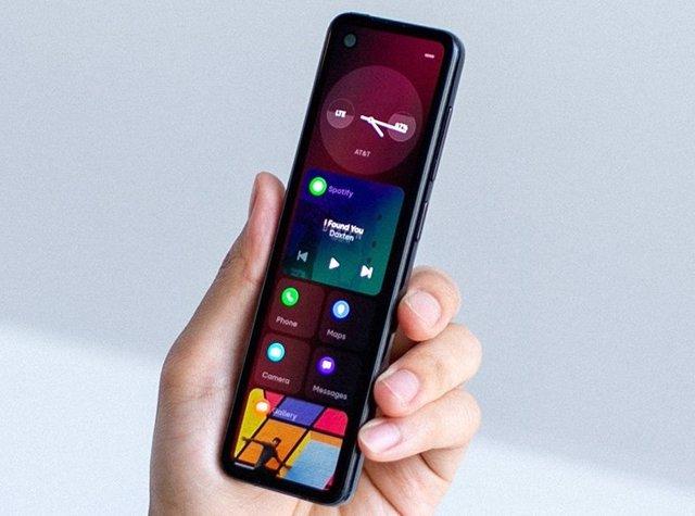 Essential trabaja en un nuevo dispositivo móvil con pantalla estrecha y alargada