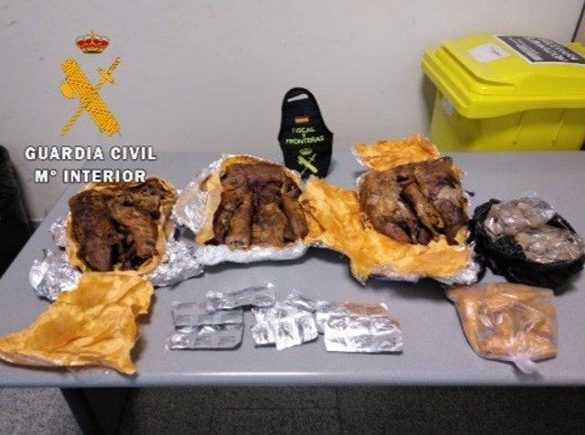 Productos decomisados por la Guardia Civil en el aeropuerto de Pamplona