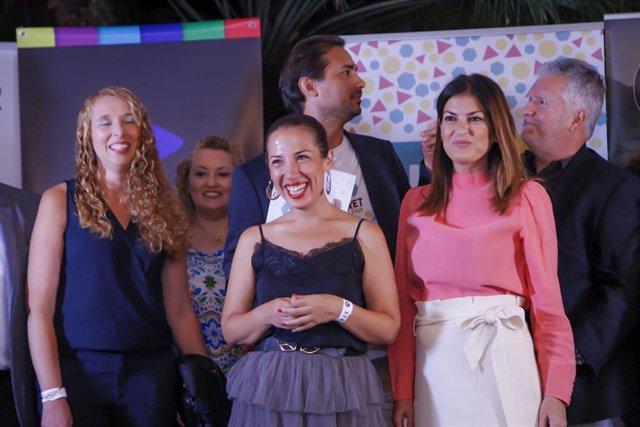 La alcaldesa de Santa Cruz de Tenerife, Patricia Hernández y la concejal de Desarrollo Económico, Matilde Zambudio, en la inauguración del CIFF Market