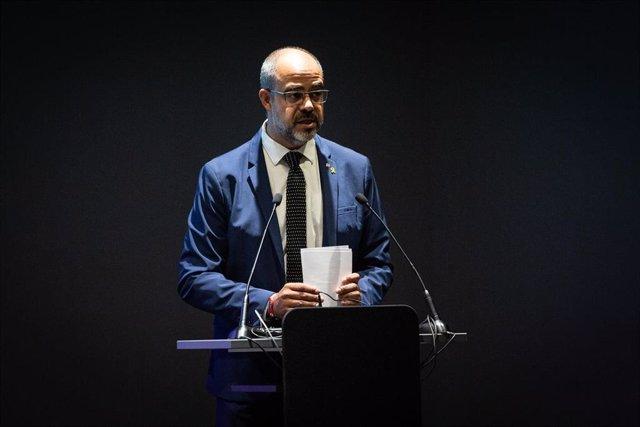 El conseller de Interior de la Generelitat de Catalunya, Miquel Buch, durante su intervención en la presentación de los 384 mossos destinados a Barcelona, en Barcelona (España), a 8 de cotubre de 2019.