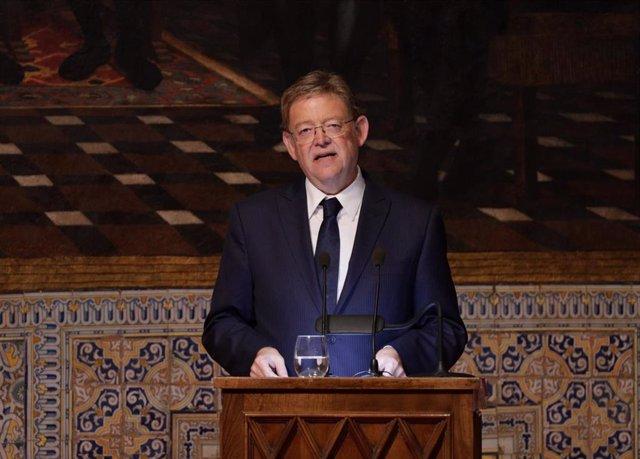 El presidente de la Generalitat Valenciana, Ximo Puig, durante su intervención en el acto Institucional de Entrega de Altas Distinciones de la Generalitat Valenciana, con motivo del Día de la Comunitat Valenciana