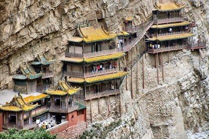 Este el santurario chino colgante de Datong, construido en vertical a más de 75 metros de altura