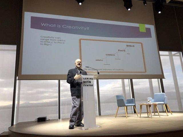 El presidente de la Asociación Americana de Creatividad y profesor de la Universidad de Connecticut, James Kaufman, en la inauguración del Encuentro Internacional en el Centro Botín
