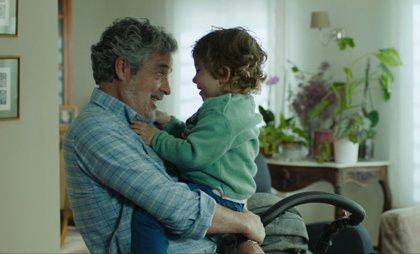 """Carlos Iglesias es """"el mejor abuelo del mundo"""" en este clip en primicia de Abuelos"""