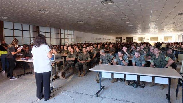Charla a militares en Cáceres sobre donación de médula ósea