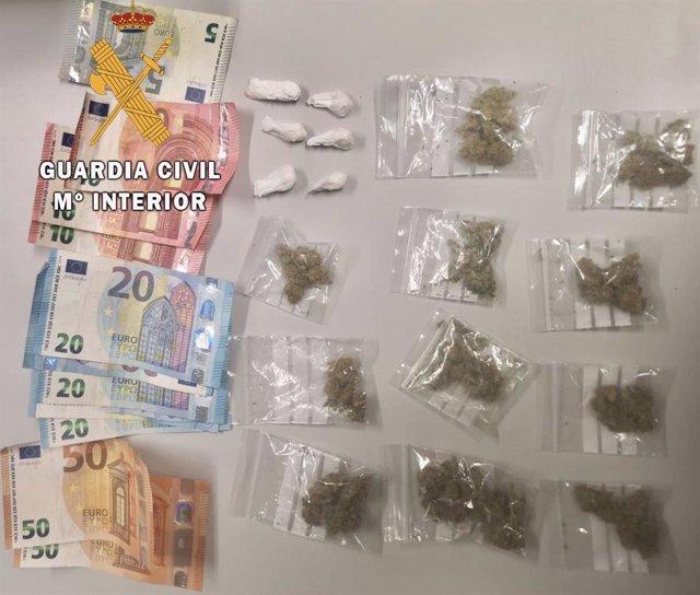 Drogas y dinero intervenidos por la Guardia Civil en Trujillo y Losar de la Vera