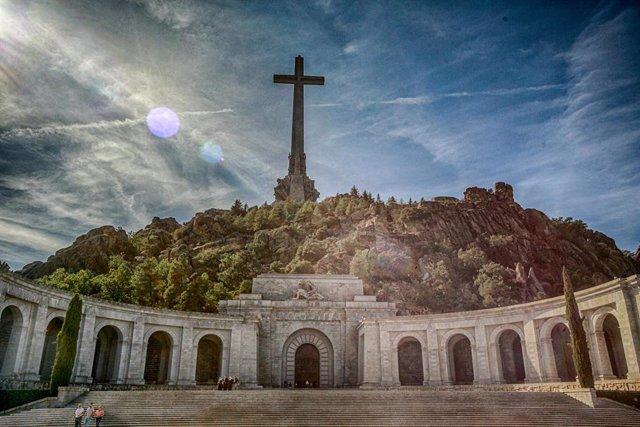 """Imagen del Valle de los Caídos, donde está enterrado Francisco Franco, desde allí, según el Gobierno, el cuerpo del dictador será exhumado en """"unas semanas"""", en San Lorenzo de El Escorial (Madrid/España), a 2 de octubre de 2019."""