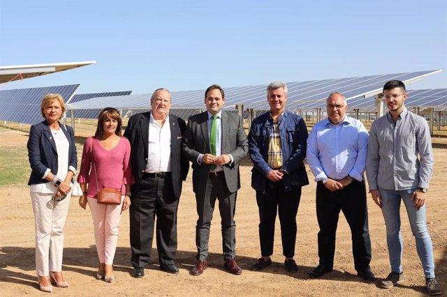 El presidente del PP de C-LM, Paco Núñez, en la inauguración de una planta fotovoltaica en El Casar (Guadalajara)