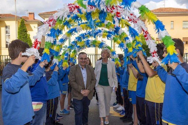 Lombó anima a los colegios a participar en programas europeos para que escolares
