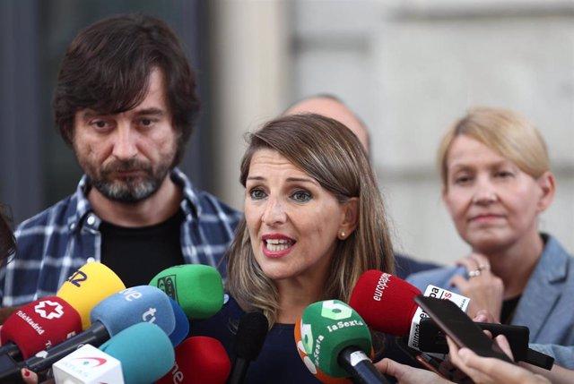 La diputada de Unidas Podemos, Yolanda Díaz, atiende a los medios de comunicación el día en el que Unidas Podemos se reune con representantes de la CCOO y UGT en Madrid (España), a 9 de octubre de 2019.