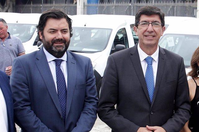 El director general de Administración Local, Joaquín López-Sidro, con Juan Marín
