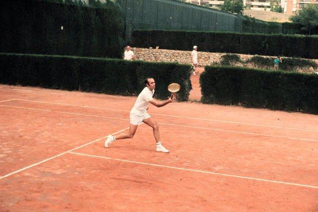 AV.- Tenis.- Fallece Andrés Gimeno, campeón de Roland Garros 1972, a los 82 años