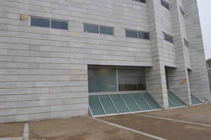 Diez años de cárcel para un vecino de Lleida por abusar de su hijastra cuando era menor
