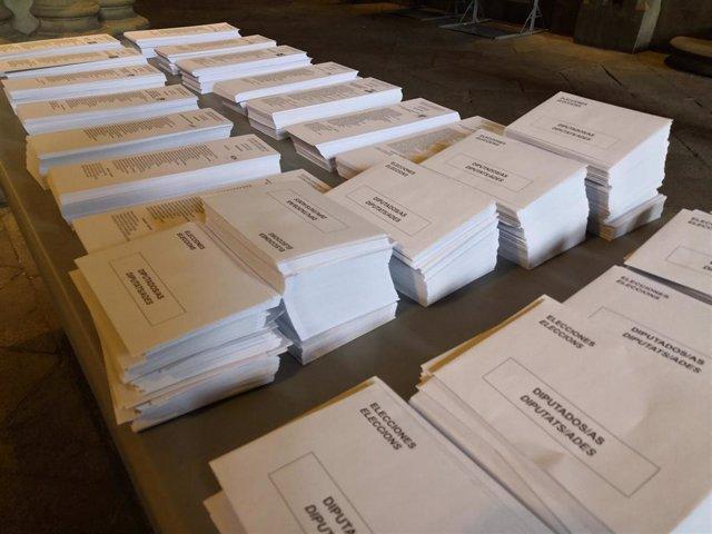 Papeletas y sobres de las elecciones generales