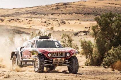 Carlos Sainz, con problemas, pierde el pulso con De Villiers en el Rally de Marruecos