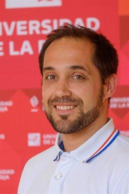 El profesor de Psicología Evolutiva y de la Educación de la Universidad de La Rioja, Eduardo Fonseca, ha coordinado el libro 'Tratamientos psicológicos para la psicosis'