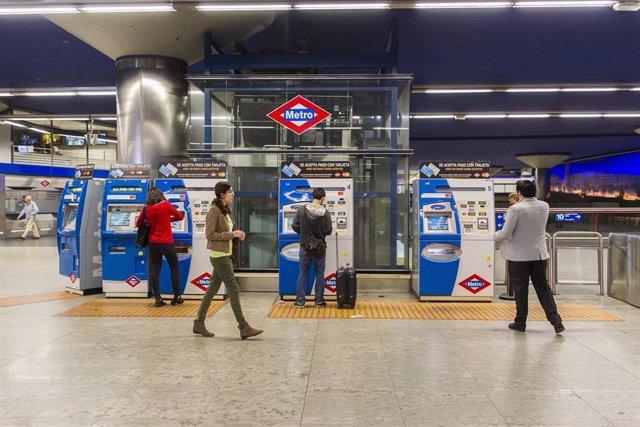 Metro de Madrid, máquinas, billetes, pasajeros, turismo, turistas, viajeros, viajando, viajar