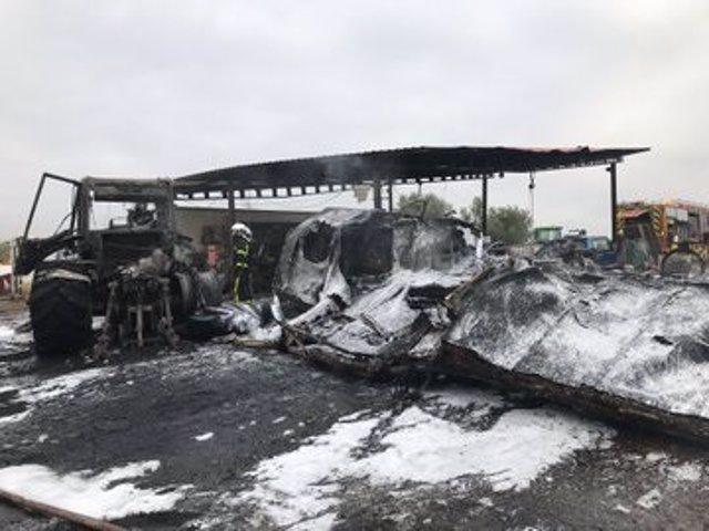Imagen del incendio generado esta mañana en una chatarrería ubicada en la localidad de Valdemoro.