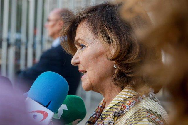 La vicepresidenta del Govern central i ministra d'Igualtat en funcions, Carmen Calvo, atén els mitjans de comunicació, a Madrid (Espanya) a 9 d'octubre de 2019.