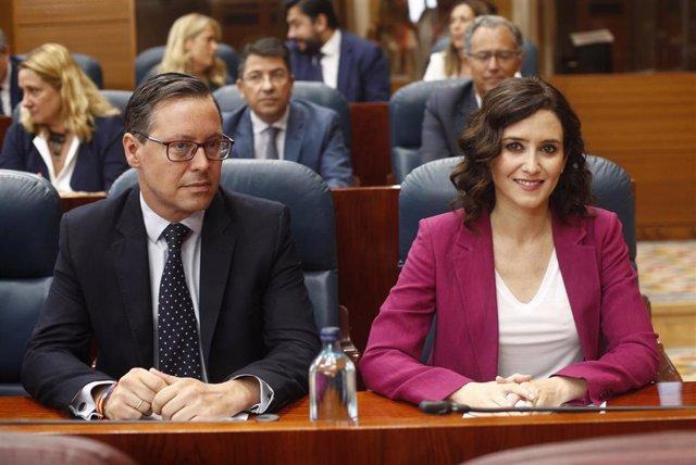 Imagen de recurso de la candidata del PP a la presidencia de la Comunidad de Madrid, Isabel Díaz Ayuso y el portavoz del Grupo Parlamentario Popular en la Asamblea de Madrid , Alfonso Serrano.