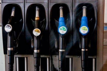 El precio del gasóleo y la gasolina deja atrás tres semanas de subidas y se abarata hasta un 0,65%
