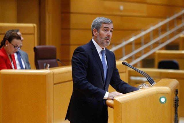 El senador de Coalición Canaria, Fernando Clavijo, en la tribuna del Pleno del Senado.