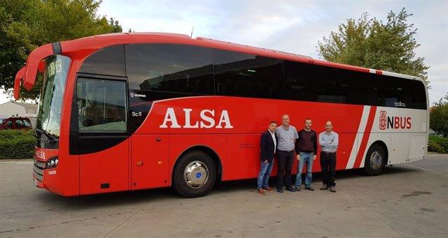 Nuevos autobuses que se emplearán en el servicio Pamplona-Soria