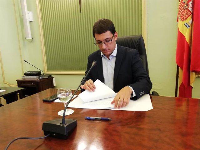 El conseller de Modelo Económico, Turismo y Trabajo, Iago Negueruela, en comparecencia parlamentaria