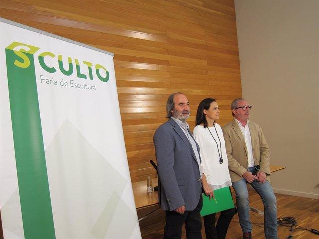Presentación de la III edición de Sculto con el responsable de Comunicación, José María Esteban, el galerista Enrique Martínez Glera y la escultora Beatriz Carbonell