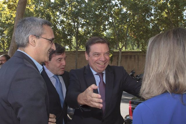 El ministro de Agricultura, Pesca y Alimentación, Luis Planas en su visita a la Universidad de la Rioja, en Logroño (España), a 10 de octubre de 2019.