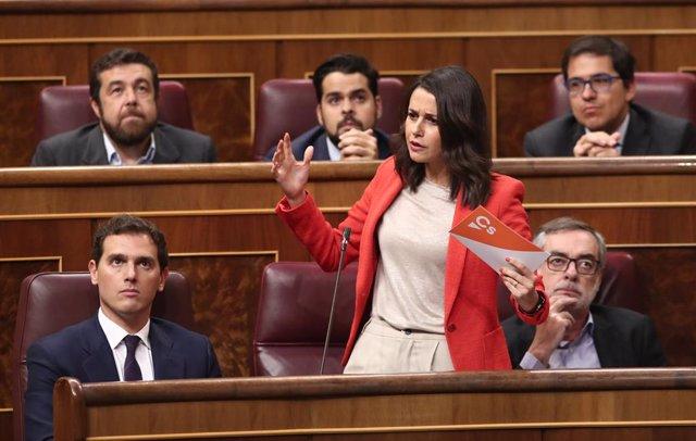 La portaveu parlamentria de Ciutadans,  Inés Arrimadas, fa les seves preguntes a la ministra d'Educació i Formació Professional en funcions, Isabel Celaá, durant la sessió de control al Govern central en funcions, Madrid (Espanya) 11 de setembre de 2019