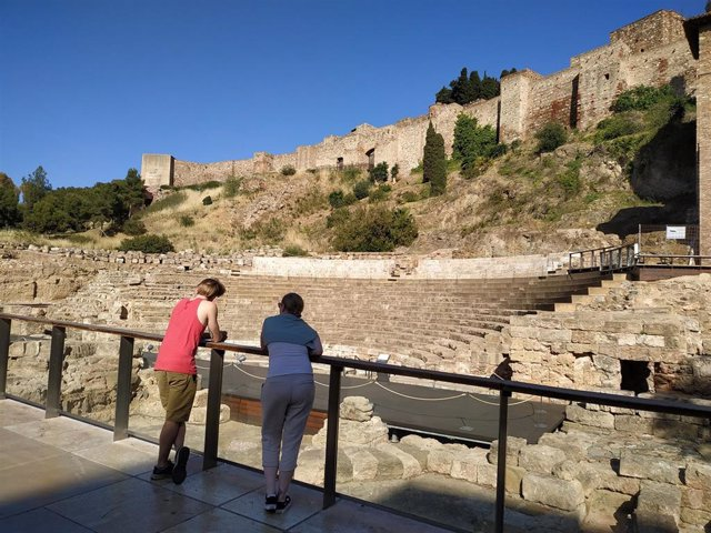 Turistas, turismo, visitantes, Teatro Romano, Málaga