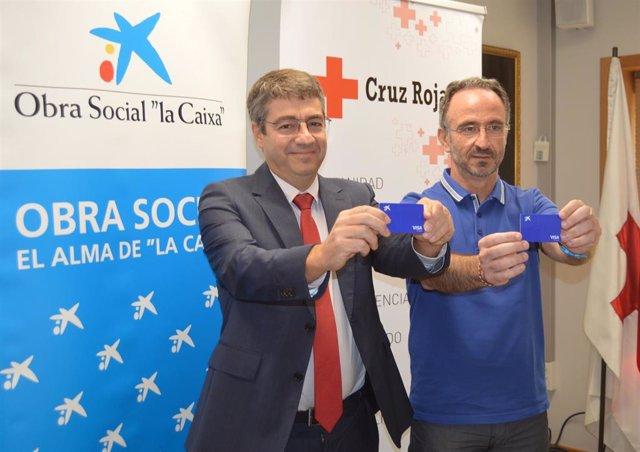 Carlos Asarta, director de Banca Instituciones de CaixaBank en Navarra, y Juanjo San Martín, coordinador autonómico de Cruz Roja en Navarra