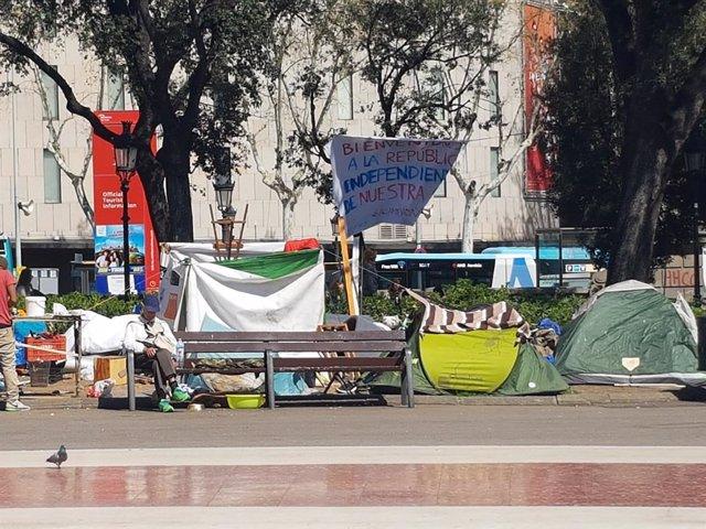 Acampada de persones sense llar a plaça Catalunya