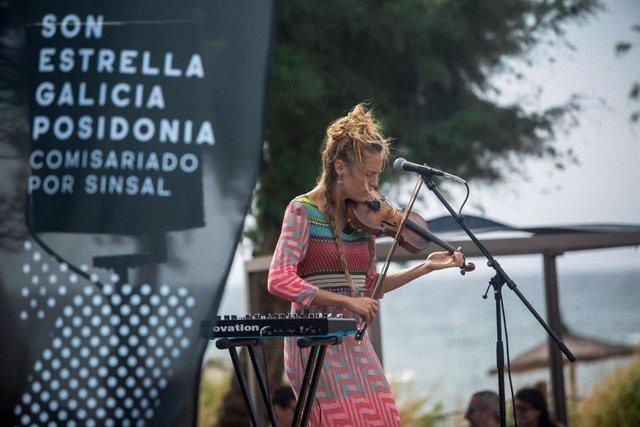 Actuación en el SON Estrella Galicia Posidonia en Formentera