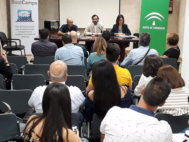 Encuentro sobre la segunda convocatoria de 'Bootcamps AndalucíaSmart2020'.
