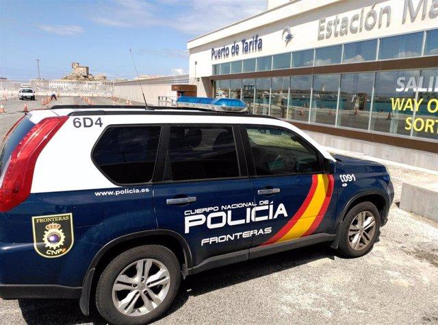 Coche de Policía en el puerto de Tarifa