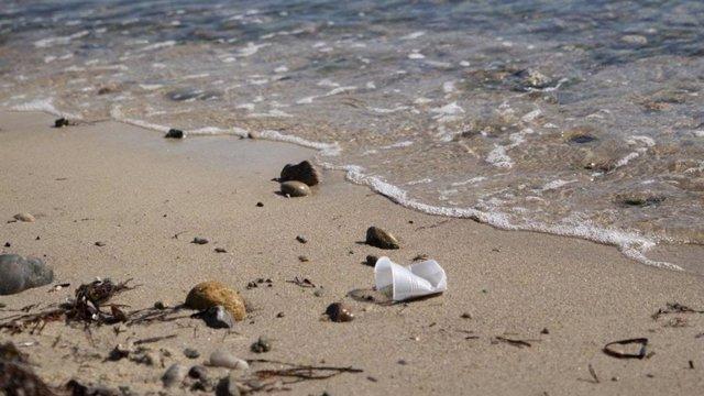 La luz solar degrada el plástico mucho más rápido de lo estimado