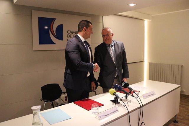 El ministre de Presidència, Economia i Empresa d'Andorra, Jordi Gallardo, i el president de la Cambra de Comerç, Indústria i Serveis d'Andorra, Miquel Armengol, en la signatura del conveni.