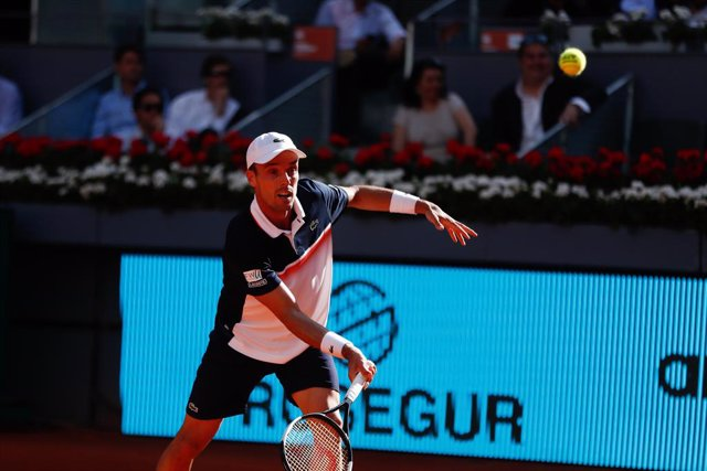AMP.- Tenis/Shanghai.- Bautista cae con Berrettini en Shanghai y da un paso atrá