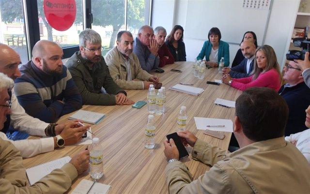 La portavoz nacional del BNG, Ana Pontón, mantiene una reunión con el comité de crisis de la central de As Pontes