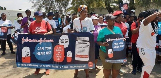 MSF lanza una campaña mundial para pedir a Johnson&Johnson que reduzca el precio de un fármaco contra la tuberculosis
