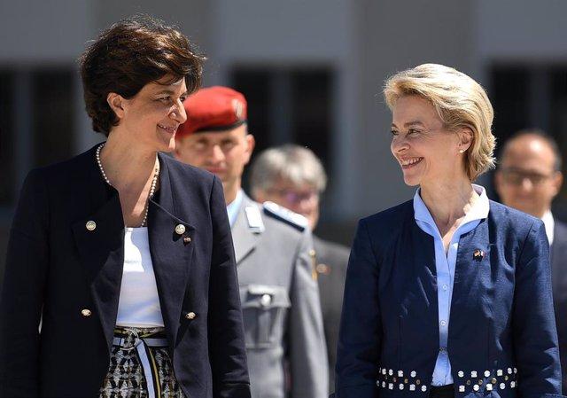 Ursula Von der Leyen y Sylvie Goulard cuando ambas eran ministras de Defensa de Alemania y Francia, respectivamente
