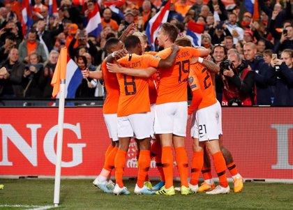 Países Bajos remonta y se pone líder