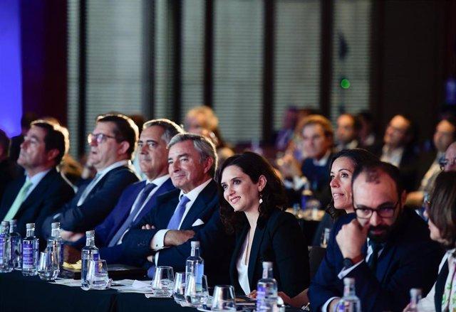 Imagen de recurso de la presidenta de la Comunidad de Madrid, Isabel Díaz de Ayuso, con diversos miembros del Ejecutivo autonómico.