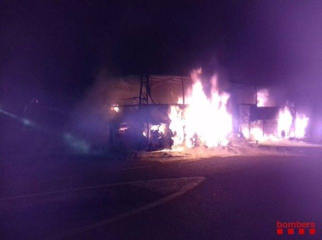 Incendi d'un autocar a l'autopista AP-7.