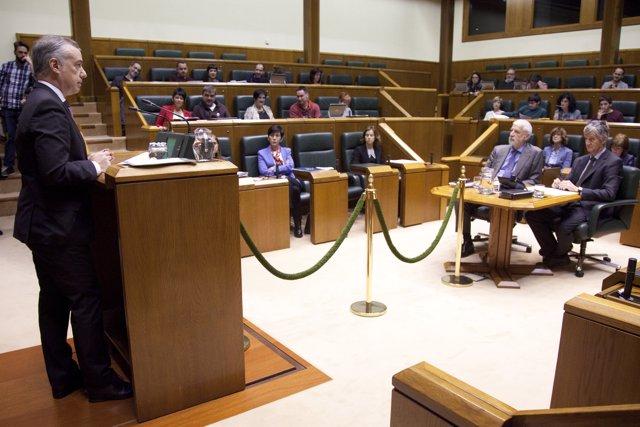 El lehendakari, durante su intervención en el pleno de Control del Parlamento