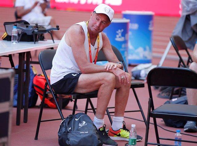 Albeto Salazar durante los Mundiales de Atletismo de Pekín de 2015